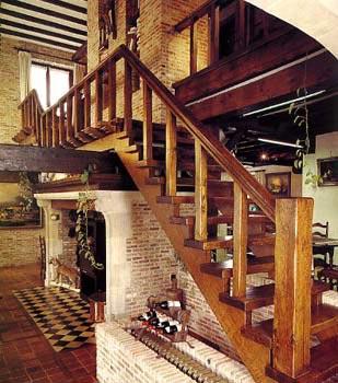 Косоурная маршевая лестница