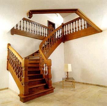 Тетивная маршевая лестница с поворотом на четверть