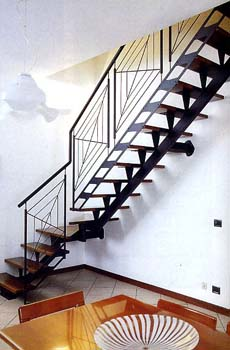 Металлическая лестница на больцах